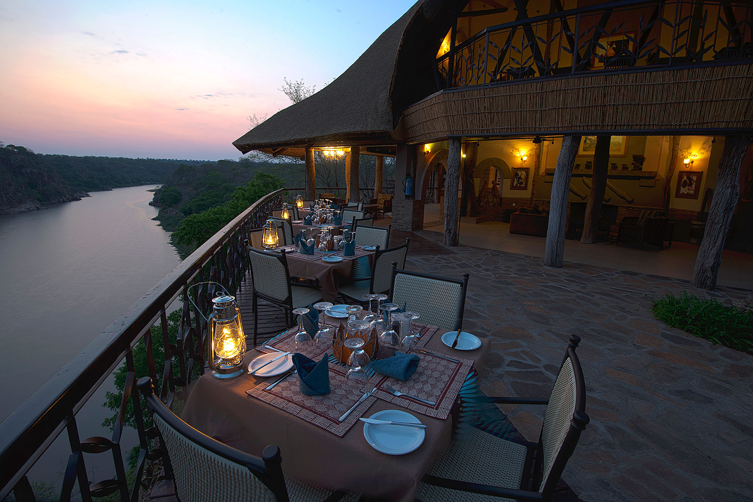 Chilo-Gorge-Safari-Lodge---Dining-Deck