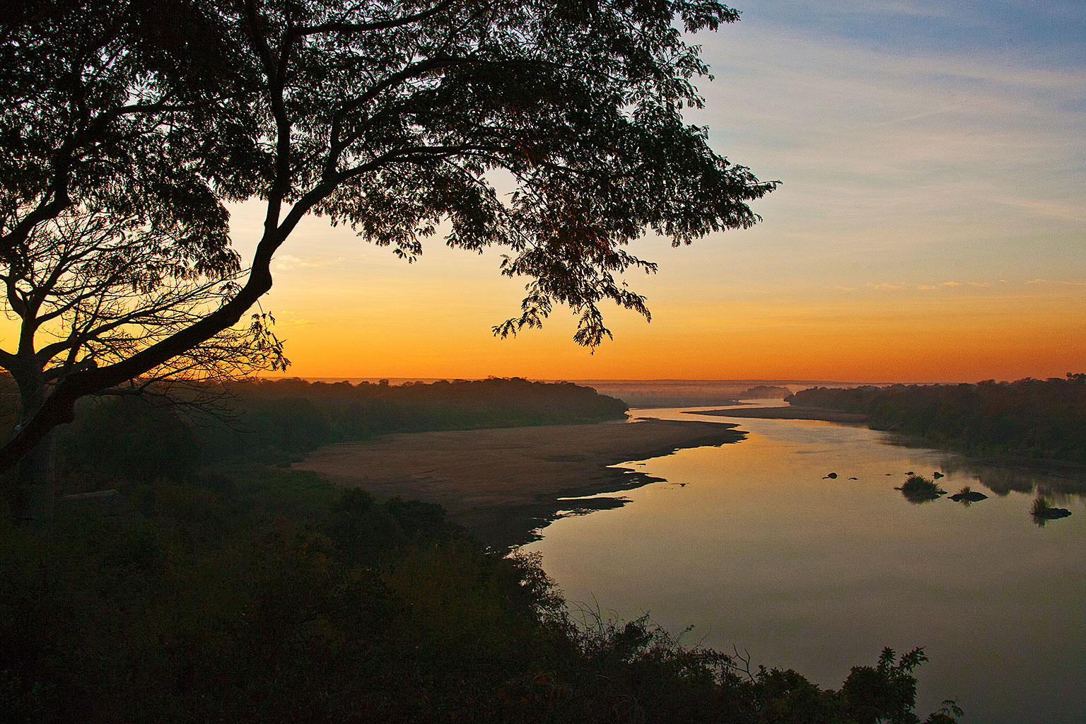Sunrise-from-Chilo-Gorge-Safari-Lodge